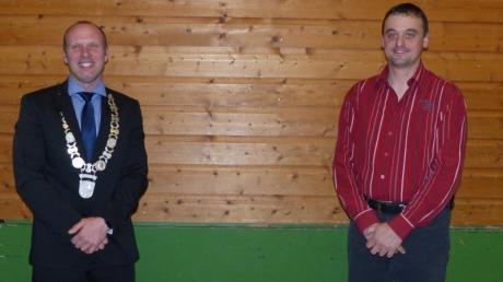 Voller Stolz trug Roman Pekis links, Bürgermeister der Gemeinde Baar, die Amtskette zur konstituierenden Sitzung des Rates. Zum Zweiten Bürgermeister der Gemeinde wurde Benjamin Götz rechts gewählt.
