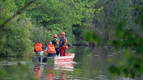 Unmittelbar nach der Rettung einer achtzigjährigen Frau durch einen beherzten Passanten wurde der Unterrother Badesee am Freitagabend von Rettungskräften abgesucht.