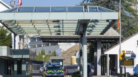 Der wieder geöffnete Grenzübergang zwischen der Schweiz und Deutschland in Riehen.