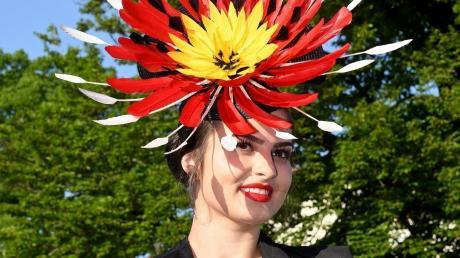 Vanessa Höss bei der Wahl zur Deutschen Hutkönigin beim 19. Lindenberger Huttag im Mai 2018. Die 26-Jährige wird den Titel wegen der Corona-Krise ein weiteres Jahr behalten.