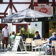 Wer wie hier im Fischerviertel draußen essen oder trinken will, braucht in Ulm keinen Test mehr.