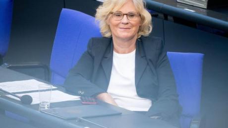 «Es ist gut, dass das Bundesverfassungsgericht die Einhaltung der Grundrechte anmahnt und den Schutz des Fernmeldegeheimnisses und der Pressefreiheit bei Überwachungsmaßnahmen auch auf Ausländer im Ausland erstreckt hat», sagt Christine Lambrecht.