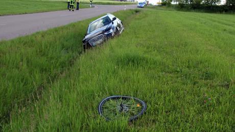 Bei einem tragischen Unfall bei Oberschönegg ist eine Radlerin ums Leben gekommen.