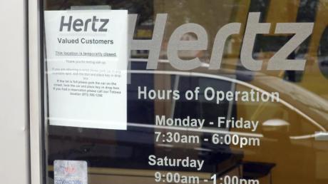 Hertz ist einer der größten Leihwagenfirmen weltweit und vermietet Fahrzeuge unter anderem auch unter den Firmennamen Dollar und Thrifty. Jetzt musste das Unternehmen Insolvenz anmelden.