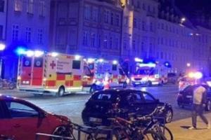 Ein nächtlicher Polizeieinsatz in der Maxstraße eskaliert - nicht nur, weil gegen Corona-Regeln verstoßen wird. Welche Folgen diese Nacht hat.