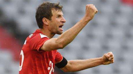 Thomas Müller von Bayern jubelt nach seinem Tor zum zwischenzeitlichen 2:0