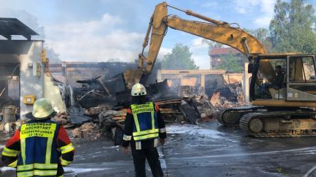 Der Edeka in Höchstädt wurde durch einen Großbrand zerstört. Die Bürger in Höchstädt und dem Stadtteil Sonderheim müssen jetzt ihr Trinkwasser abkochen.