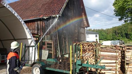 Einen möglichen Großbrand haben in Frisenhofen, das zum Ortsteil Christertshofen der Marktgemeinde Buch gehört, Nachbarn mit einem Gartenschlauch verhindert.