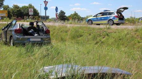 In der Nähe des Feuerwehrhauses in Aichach hat es einen Verkehrsunfall gegeben. Der Fahrer ist an den Folgen seiner Verletzungen gestorben.