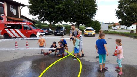 Die Angebote der Feuerwehr Aindling beim Ferienprogramm sind beliebt.
