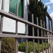 Hinter diesen Fenstern hat sich am 28. Mai in Holzheim ein Familiendrama ereignet. Ein 69-Jähriger erstach erst seine Frau und erhängte sich dann.
