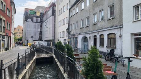 Unesco Wasserspaziergang,  Es handelt sich um einen familienfreundlichen Wasserspaziergang vom Rathausplatz in die Altstadt, immer entlang den Stadtkanälen. Er endet am Roten Tor. Augsburg, Welterbe, Weltkulturerbe, Spaziergang