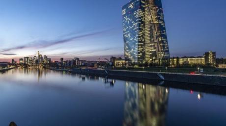 Die Europäische Zentralbank steckt in der Corona-Krise weitere 600 Milliarden Euro in Anleihen.