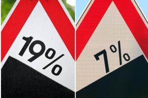 Die Mehrwertsteuersätze sollen ab Juli sinken. Verbraucher profitieren davon, wenn Händler das eins zu eins an die Kunden weitergeben.