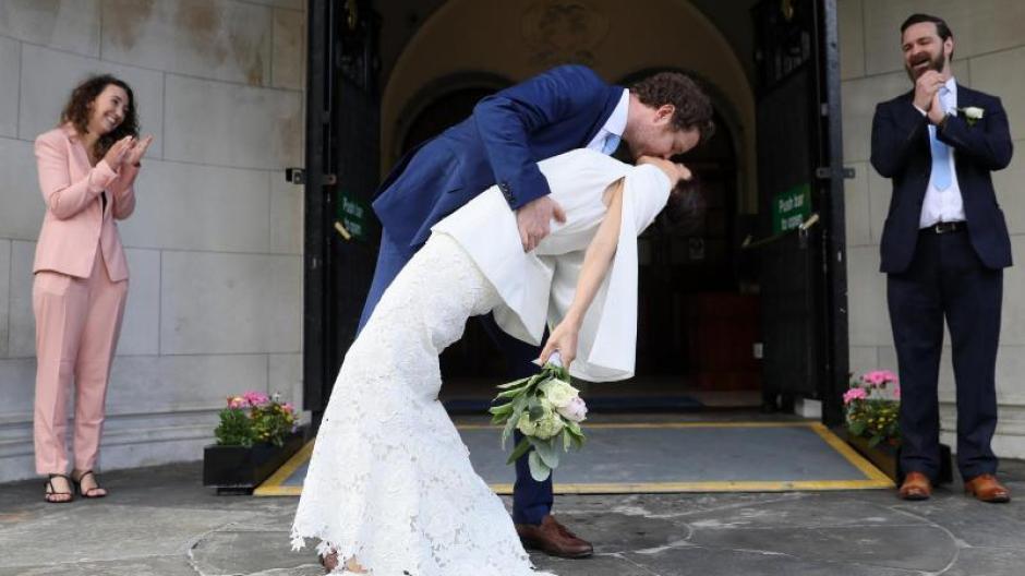 Corona Feiern Erlaubt Entscheidungen Fur Hochzeiten Uvm Im