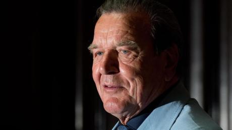 Ex-Bundeskanzler Gerhard Schröder (SPD) rät seiner Partei, mit einem Fünferteam in den Wahlkampf zu ziehen.
