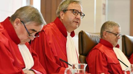 Der scheidende Gerichtspräsident Andreas Voßkuhle verkündet in Karlsruhe das Urteil.
