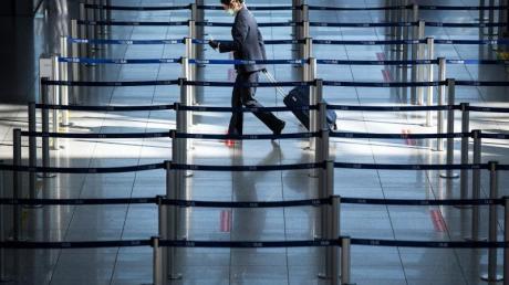 Der fast menschenleere Check-In am Düsseldorfer Flughafen.