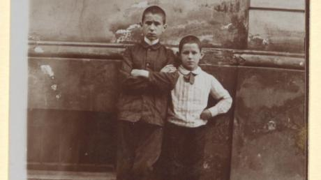 Der Dichter und sein Bruder: Bertolt und Walter Brecht, Augsburg 1910.