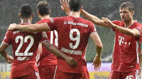Torschütze Robert Lewandowski und der FC Bayern machten in Bremen die Meisterschaft perfekt.