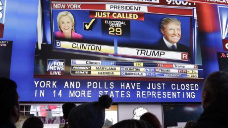 Die US-Wahl 2020 wird bis in die Nacht hinein von vielen TV-Sendern begleitet. Doch wann kommen die Ergebnisse und Hochrechnungen? Alle Infos dazu lesen Sie bei uns.