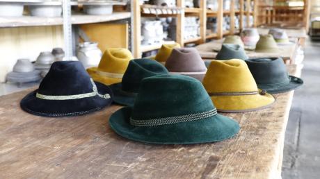 Blau, grün, ocker: Bei der Hutfabrik Lembert bleibt kein Farbwunsch unerfüllt.
