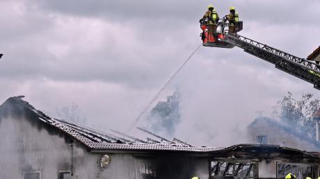 Eine Kfz-Werkstatt in Ludwigsmoos am Freitag fing Feuer.