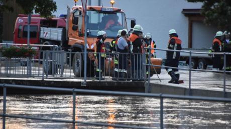 Daiting Hochwasser 19.6.2020 Ussel Feuerwehr  Hochwasser nach Starkregen im Usseltal bei Daiting