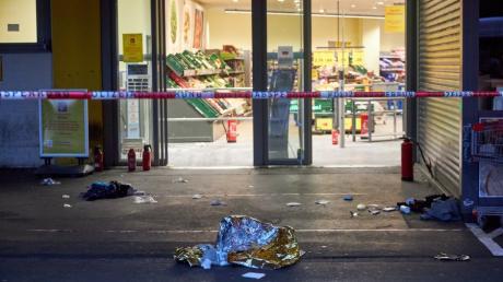 Die Polizei hat im Juni 2020 in Augsburg auf einen 20-jährigen Ladendieb geschossen. Jetzt steht er vor Gericht.