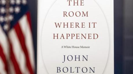 Ein Exemplar von «The Room Where It Happened» des ehemaligen nationalen Sicherheitsberaters John Bolton steht im Weißen Haus.