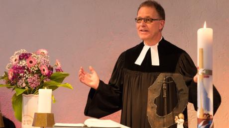 Pfarrer Steffen Schubert bei seinem Abschied von der Kissinger Emmausgemeinde nach 20 Jahren.
