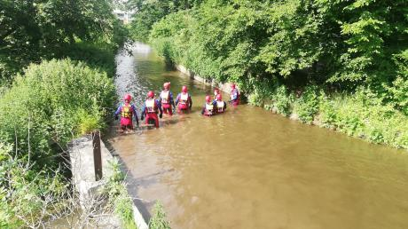 Eine große Suchaktion gab es an der Singold in Großaitingen. Am Ufer war Kinderbekleidung gefunden worden.