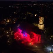 Auch am Dienstag soll die Meringer Pfarrkirche wieder ganz in rotes Licht gehüllt werden.