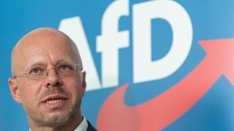 Andreas Kalbitz hat die ostdeutschen Landesverbände der AfD hinter sich. Dabei wollte der Parteivorstand den Rechtsextremisten loswerden.
