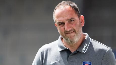 Heidenheims Trainer Frank Schmidt hat am Sonntag das entscheidende Spiel um die Bundesliga-Relegation vor der Brust. Viele Fans aus dem Bachtal und dem Landkreis Dillingen fiebern mit der Mannschaft um den Trainer aus Bachhagel.