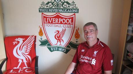 Gemütlich gemacht hat es sich im Bild oben Mario Skrotzki als glühender Fan des FC Liverpool im eigenen Wohnzimmer.
