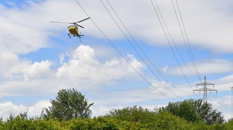 Aus der Luft werden derzeit die Stromleitungen im Landkreis überprüft.