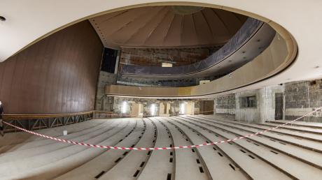 Die Sanierung des Theater ist bereits voll im Gange. Obwohl sie teurer wird, will die Stadtregierung die Pläne durchziehen.