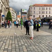 """""""Fridays for Future""""-Aktivisten haben am Donnerstagabend in Augsburg für einen größeren Polizeieinsatz gesorgt. Eva Weber sprach anschließend mit den Demonstranten."""