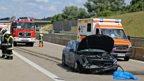 Auf rund 30.000 Euro wird der Schaden am Auto geschätzt, der am Samstag auf der A96 bei Erkheim passiert ist.