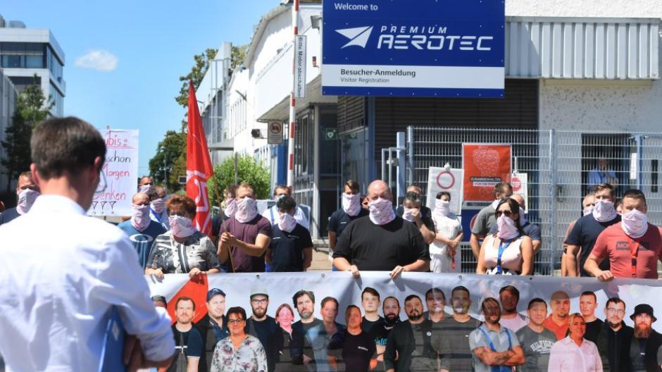 Bei Premium Aerotec in Augsburg könnten bis zu 1000 Stellen gestrichen werden, weil Mutter-Konzern Airbus seine Produktion drosselt.