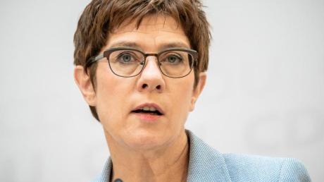 CDU-Chefin Annegret Kramp-Karrenbauer will für ihre Partei eine verbindliche Frauenquote.