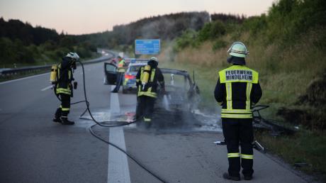 Der gebrauchte Kleinwagen fing bei der Überführung nach München auf der A96 Feuer und brannte vollständig aus.