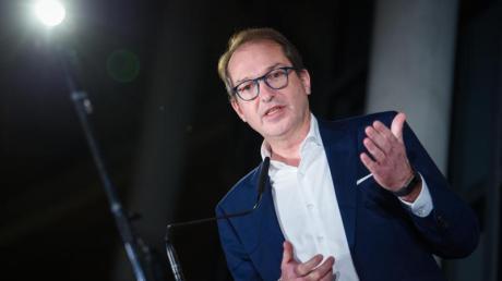 CSU-Landesgruppenchef Alexander Dobrindt setzt strenge Maßstäbe in der Kanzlerkandidaten-Debatte.
