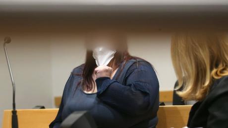 Eine 32-Jährige steht vor dem Augsburger Landgericht, weil sie ihren Sohn ausgesetzt hat.