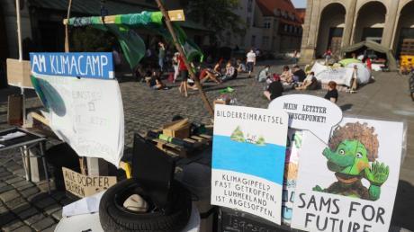 Mit einem Camp am Augsburger Rathaus werben Klimaschützer für ihre Anliegen. Nun will die Stadt den Protest auflösen.