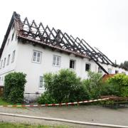 Bis auf die Grundmauern ist das Landgasthaus in Burgadelzhausen abgebrannt. Die Suche nach der Ursache gestaltet sich schwierig.