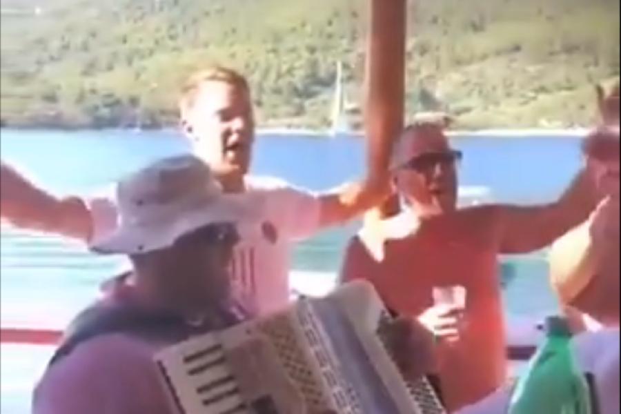 Fussball Im Kroatien Urlaub Manuel Neuer Singt Lied Von Rechtsextremer Band Augsburger Allgemeine