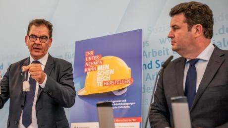 Die Bundesminister Gerd Müller (CSU, links) und Hubertus Heil (SPD) wollen Unternehmen mit einem Gesetz zur Einhaltung von Menschenrechten in den Lieferketten verpflichten.