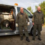 Die Sprengmeister Torsten Thienert (rechts). und Roger Flakowski haben die etwa 500 Kilogramm schwere Bombe entschärft.